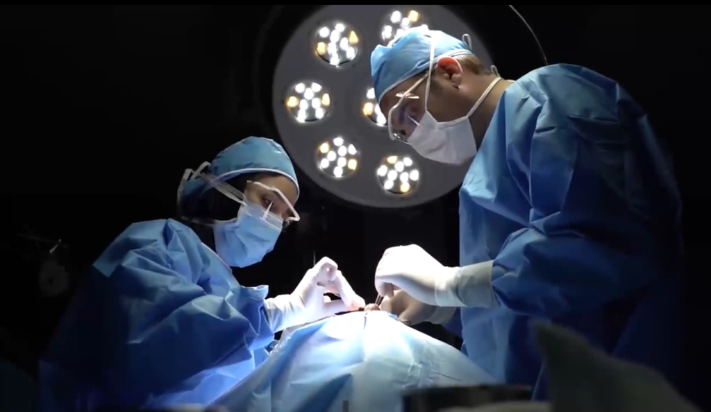 جراحی بینی با دکتر مهدی غلامی (ماهرترین جراح بینی در مشهد)